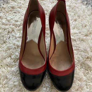 Michael Kors | Round Toe Pump in Red and Black